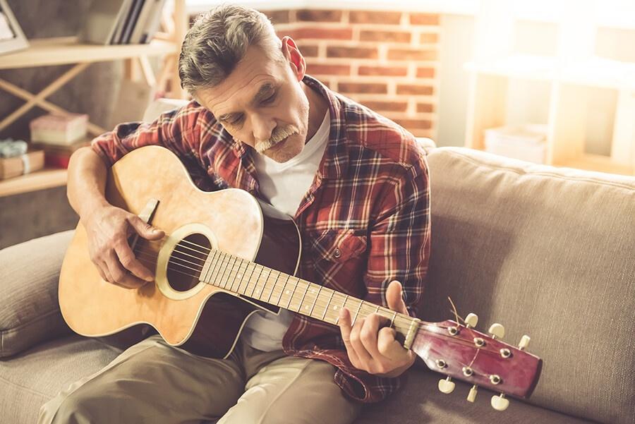 guitar-man_538453816.jpg